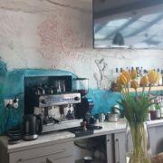 Koralenrelief-Thekenbereich-Restaurant