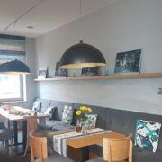 Wellenrelief-Farbkonzept-Restaurant