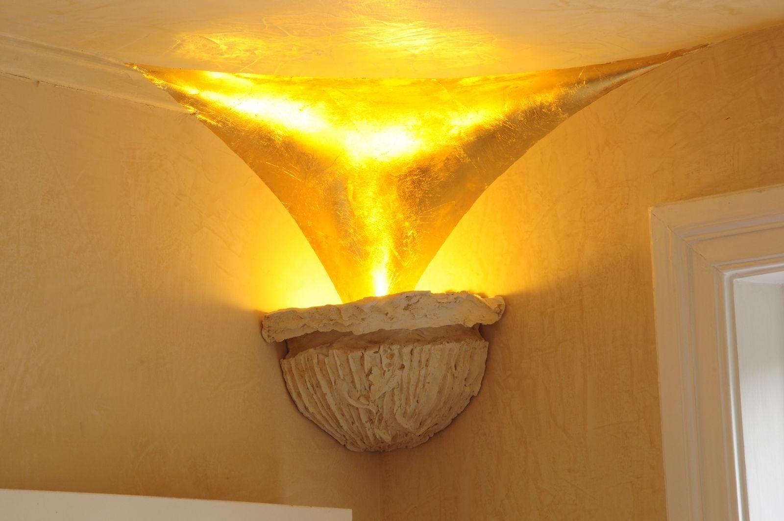 Lampenschale - Lichtspiegelung - Glaenzend