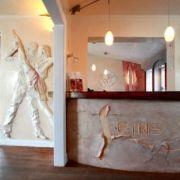 Eingangsbereich - Logorelief -