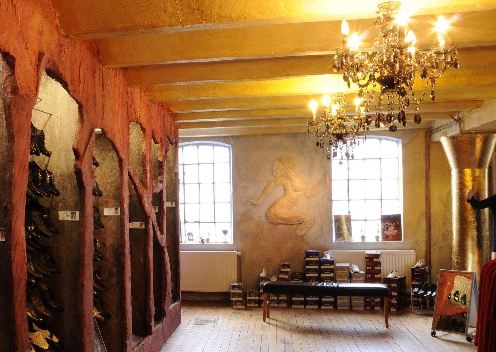 Dekorative Relief - Schuhhoehlen - Saeulenbeschichtung