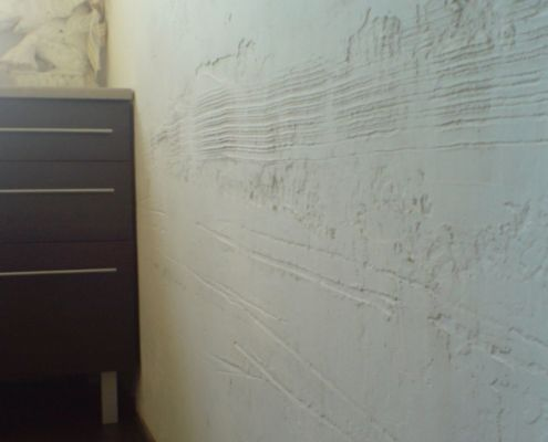 Linienrelief - Kuechenwand